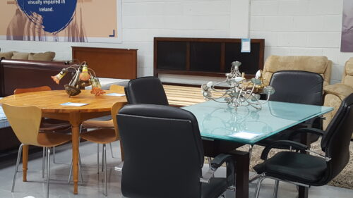 Photos of a black chair and a dinning table